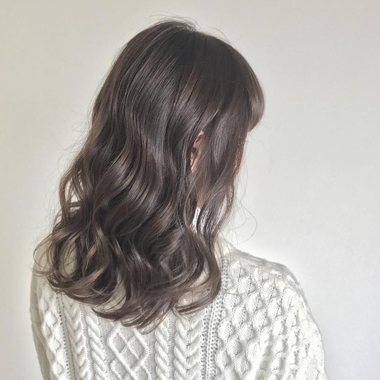 セミロング ニュアンス イルミナカラー アッシュヘアスタイルや髪型の写真・画像