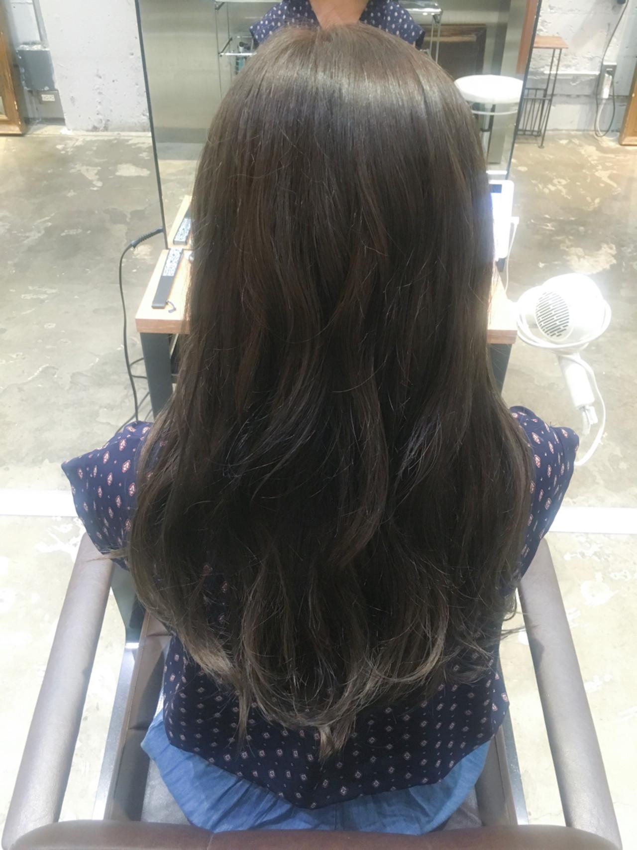 秋 リラックス ナチュラル マーメイドアッシュヘアスタイルや髪型の写真・画像
