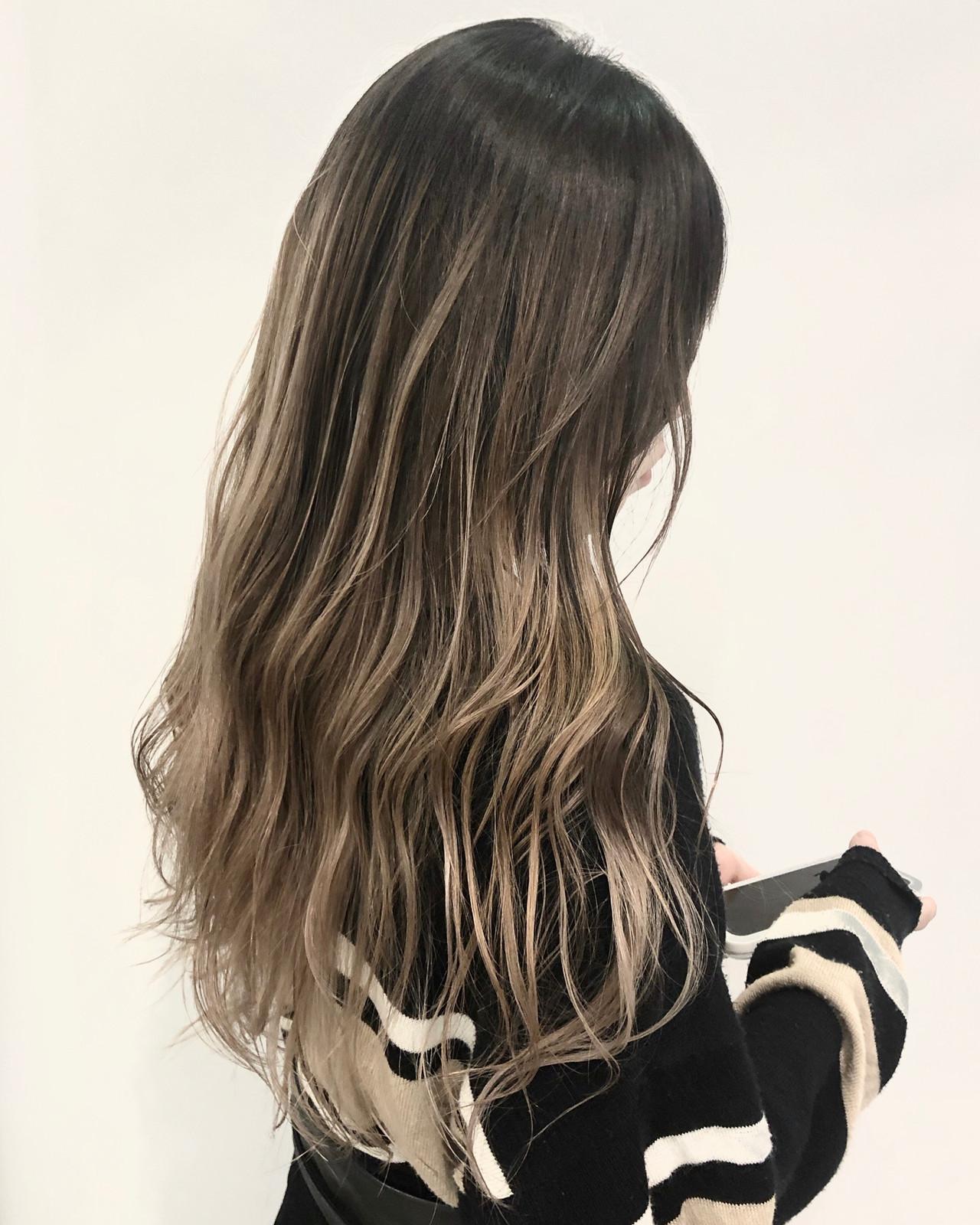 インナーカラー ロング ヘアアレンジ ハイトーン ヘアスタイルや髪型の写真・画像 | 今西優 / Spring