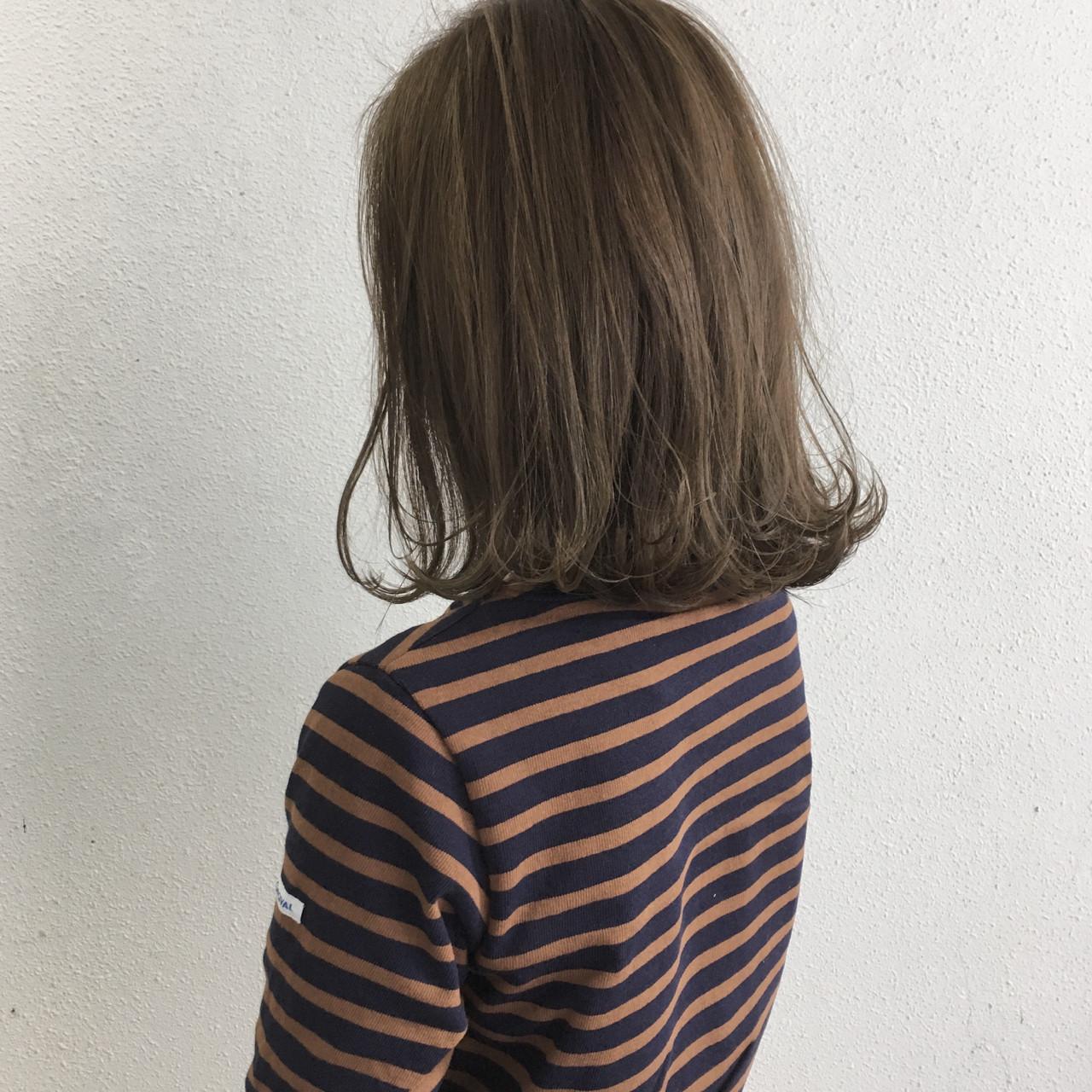 ミディアム 切りっぱなし 外ハネ ロブ ヘアスタイルや髪型の写真・画像 | 木下裕貴 / Lil by khair