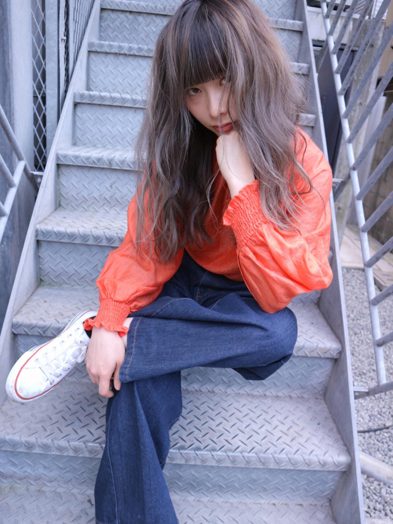グレージュ ハイライト ストリート こなれ感 ヘアスタイルや髪型の写真・画像   Takashi Tetone / SHIKIO HAIR DESIGN