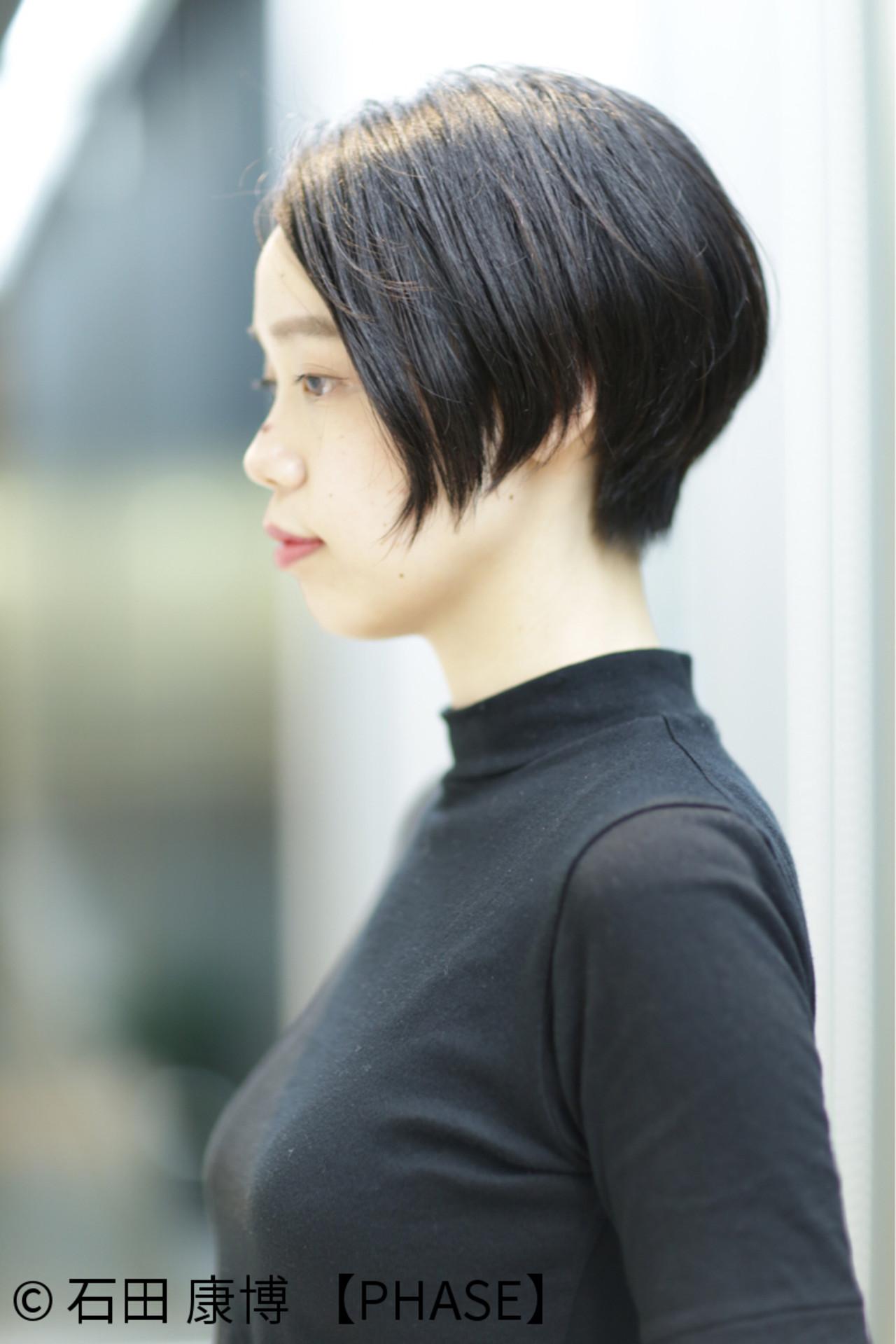 ショート 暗髪 アッシュ ナチュラルヘアスタイルや髪型の写真・画像