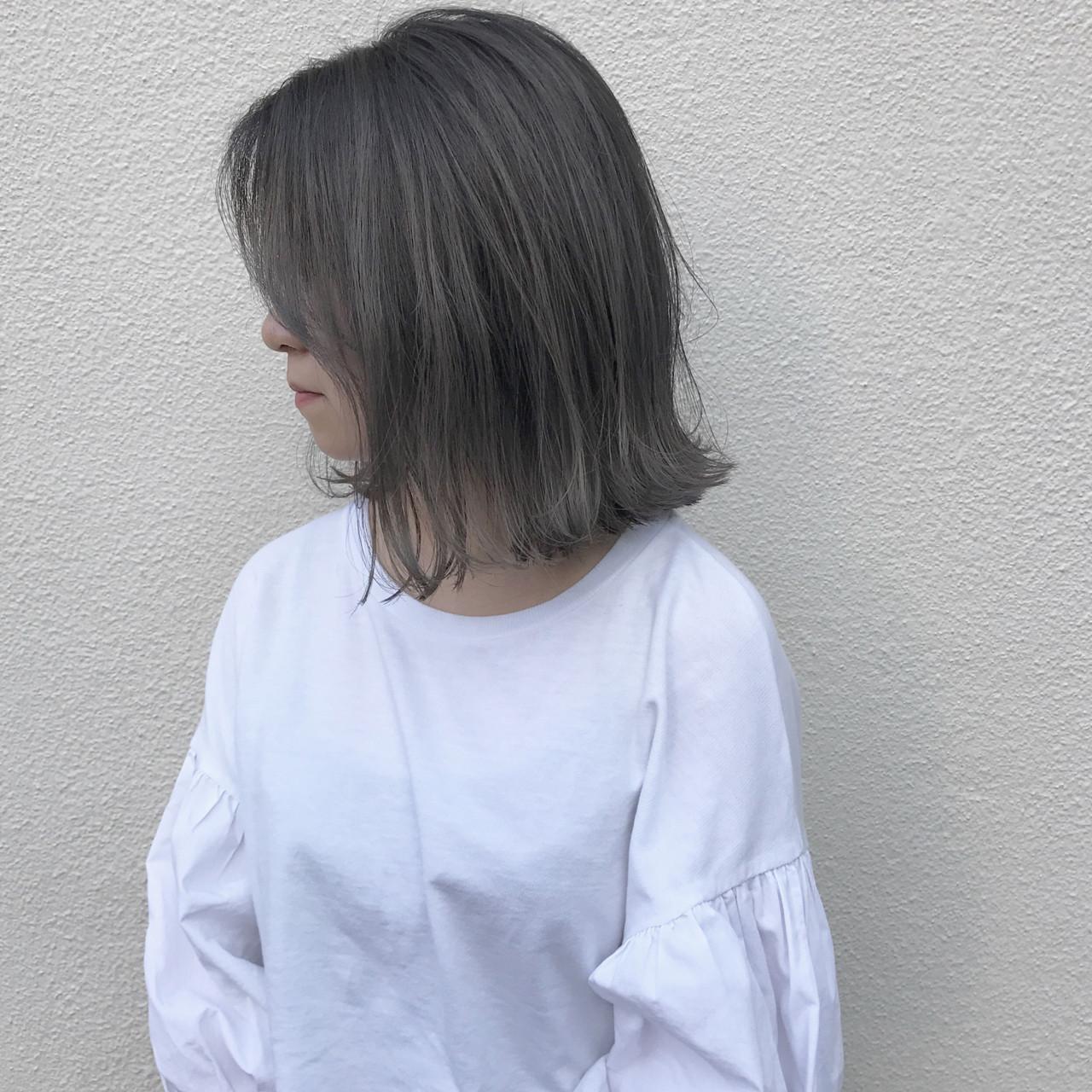 ハイライト ミディアム 外ハネ 切りっぱなしヘアスタイルや髪型の写真・画像