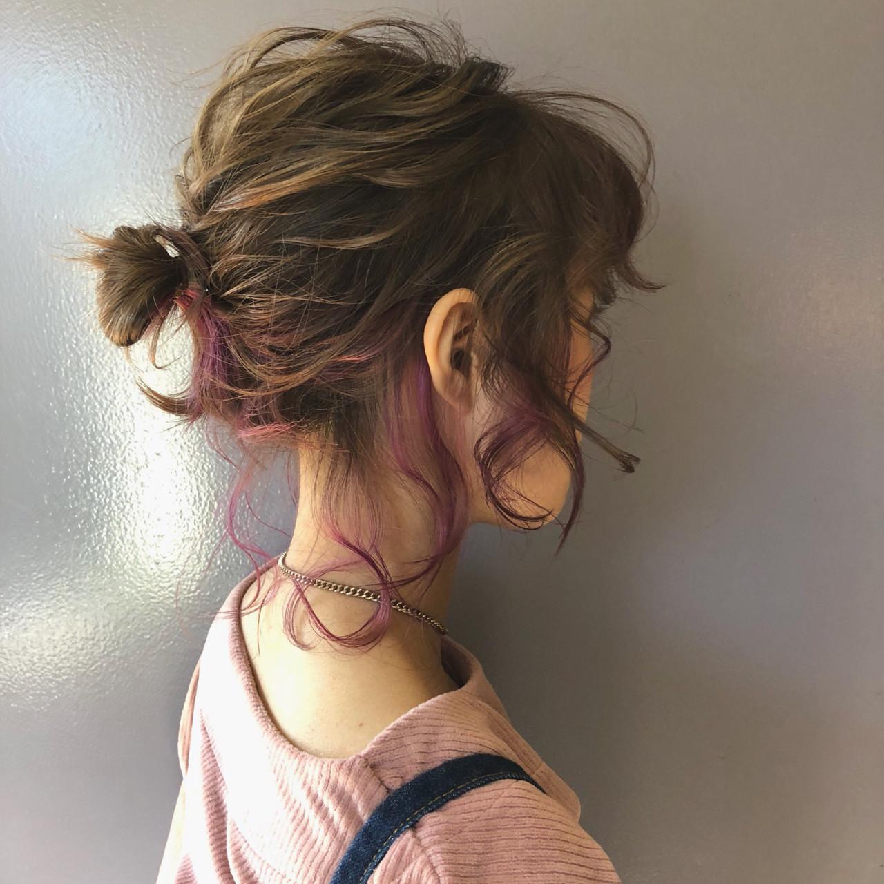 ダブルカラー ガーリー ヘアアレンジ お団子ヘアスタイルや髪型の写真・画像