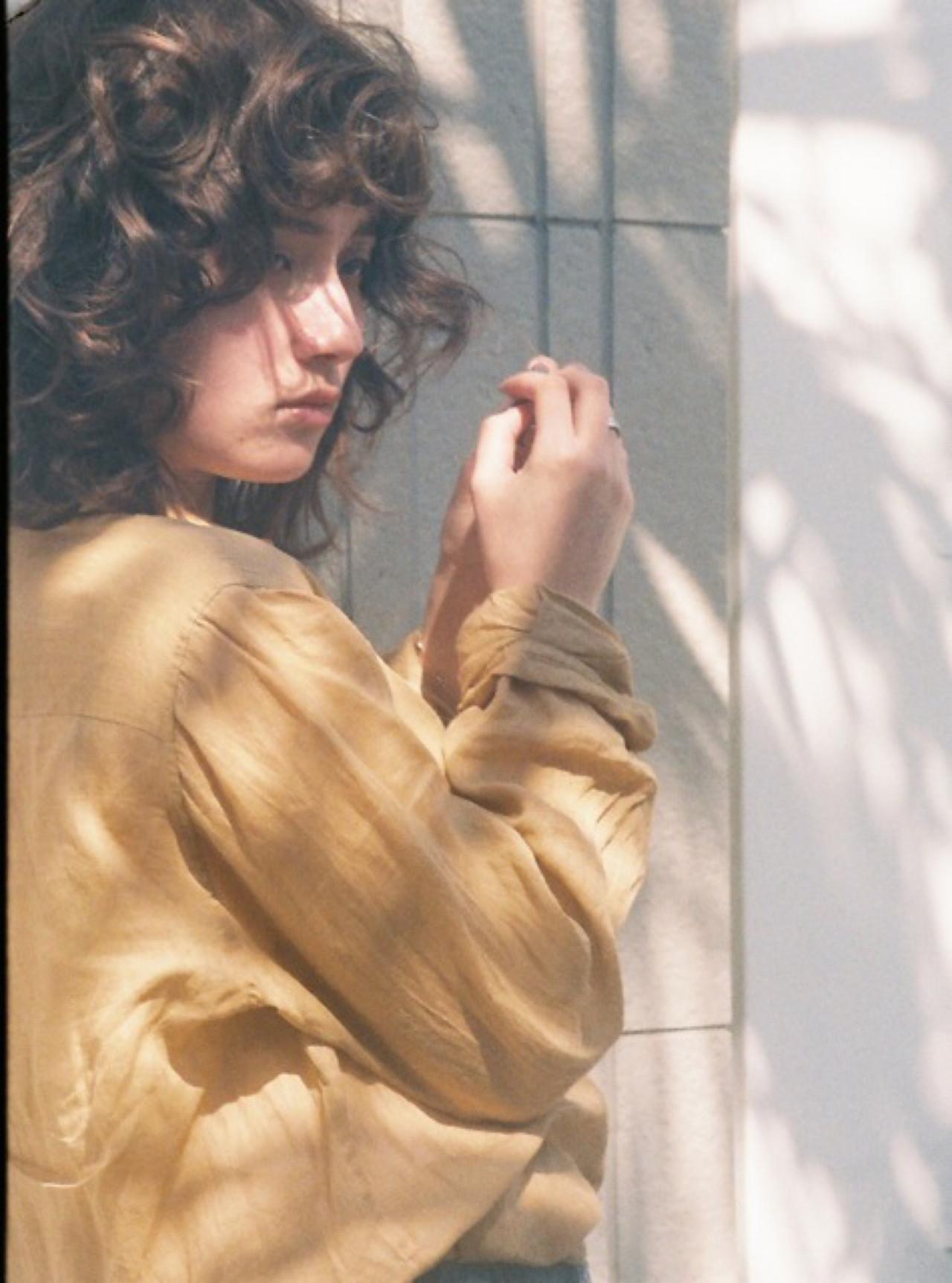 アッシュ 外国人風 外ハネ ワンカール ヘアスタイルや髪型の写真・画像 | YOSUKE KOJIMA / CONO HAIR