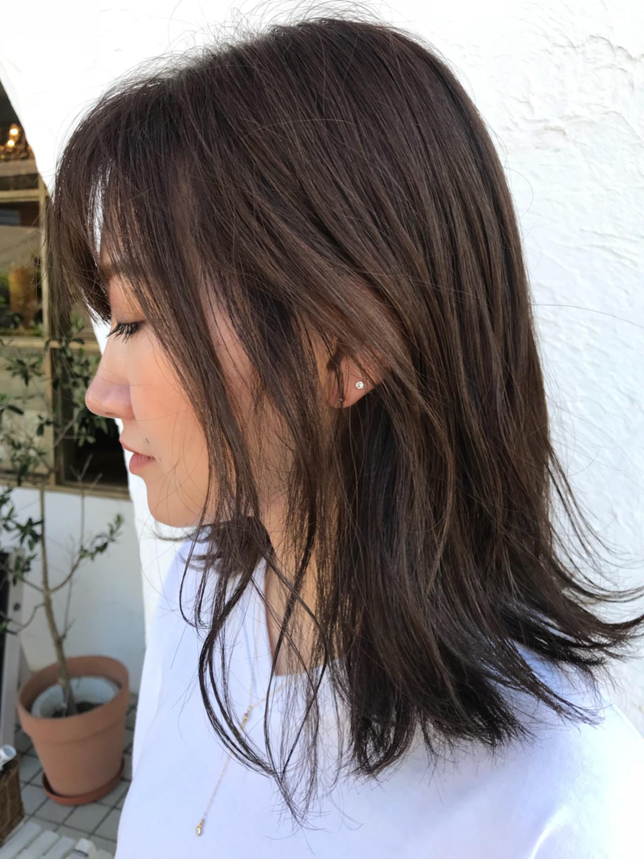 グレージュ 外国人風 ハイライト セミロングヘアスタイルや髪型の写真・画像