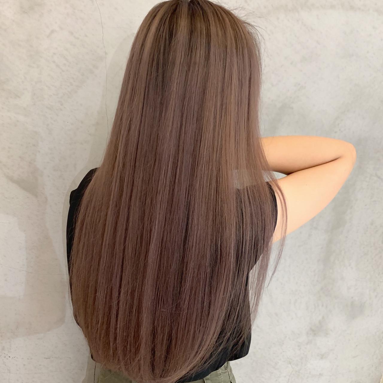 ロング ラベンダーピンク ピンクベージュ エアータッチヘアスタイルや髪型の写真・画像