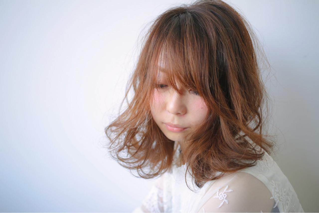 フェミニン グレージュ ミディアム ベージュヘアスタイルや髪型の写真・画像