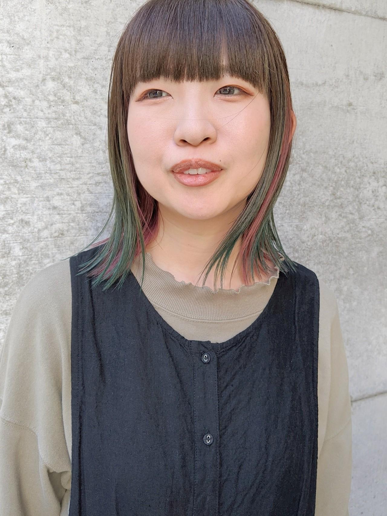 ベリーピンク グラデーションカラー ターコイズブルー ミディアムヘアスタイルや髪型の写真・画像