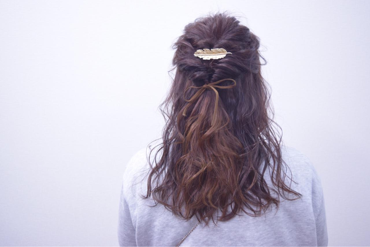 簡単ヘアアレンジ セミロング ハーフアップ ガーリーヘアスタイルや髪型の写真・画像