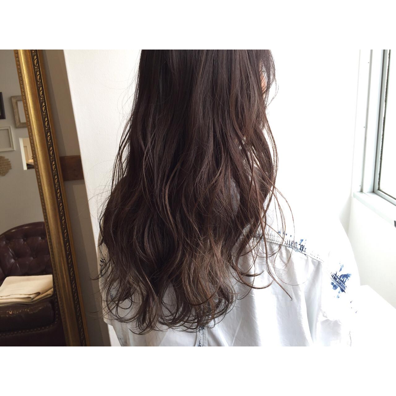 大人かわいい 暗髪 ゆるふわ ウェットヘア ヘアスタイルや髪型の写真・画像   miya/@1031miya / フリーランス(XENA)