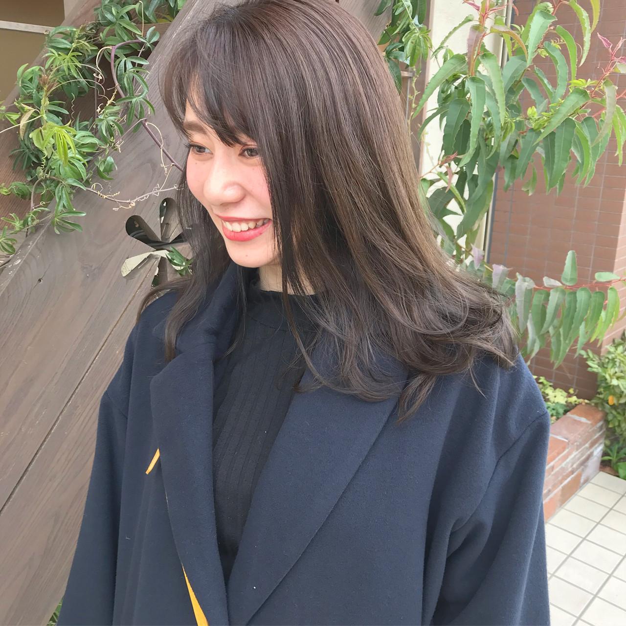 アッシュベージュ アッシュグレージュ ハイライト アッシュ ヘアスタイルや髪型の写真・画像 | Nakamura Mari / rocca