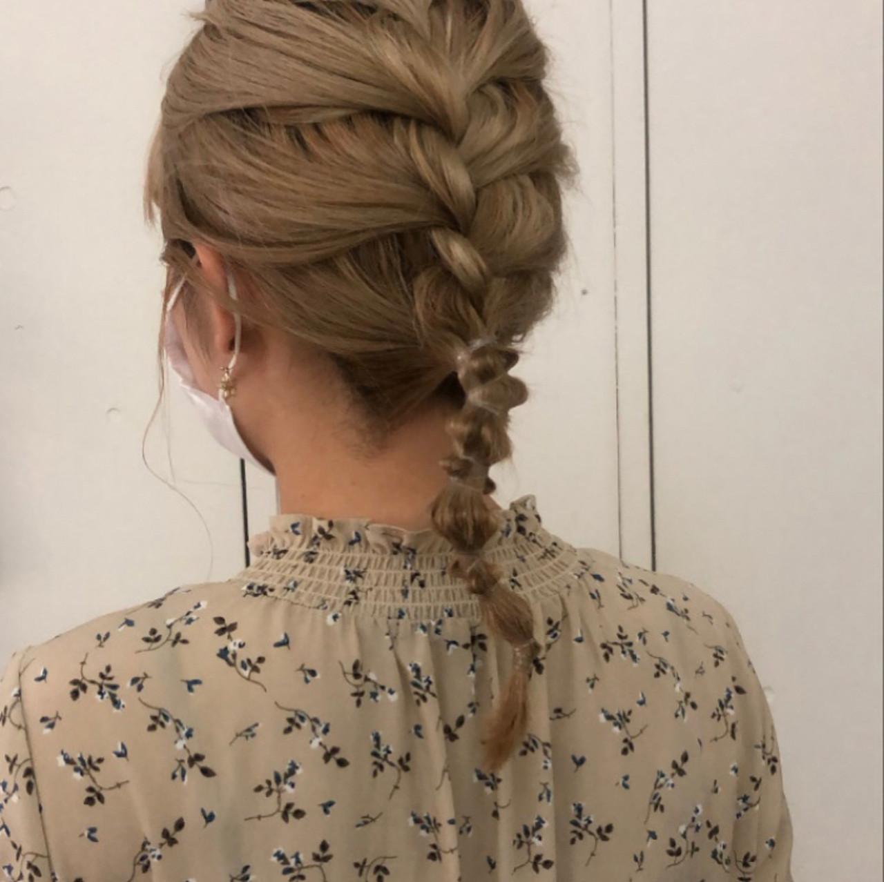 ヘアアレンジ セミロング ナチュラル ミルクティーベージュ ヘアスタイルや髪型の写真・画像