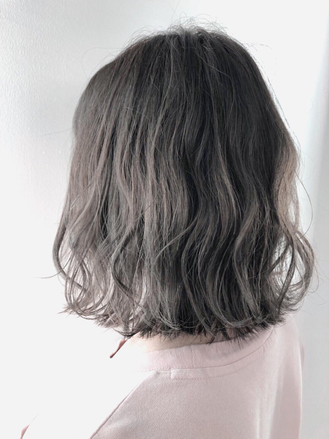 ボブ グレーアッシュ 波ウェーブ シルバーアッシュ ヘアスタイルや髪型の写真・画像 | 津川比佳理 / AlanSmithee