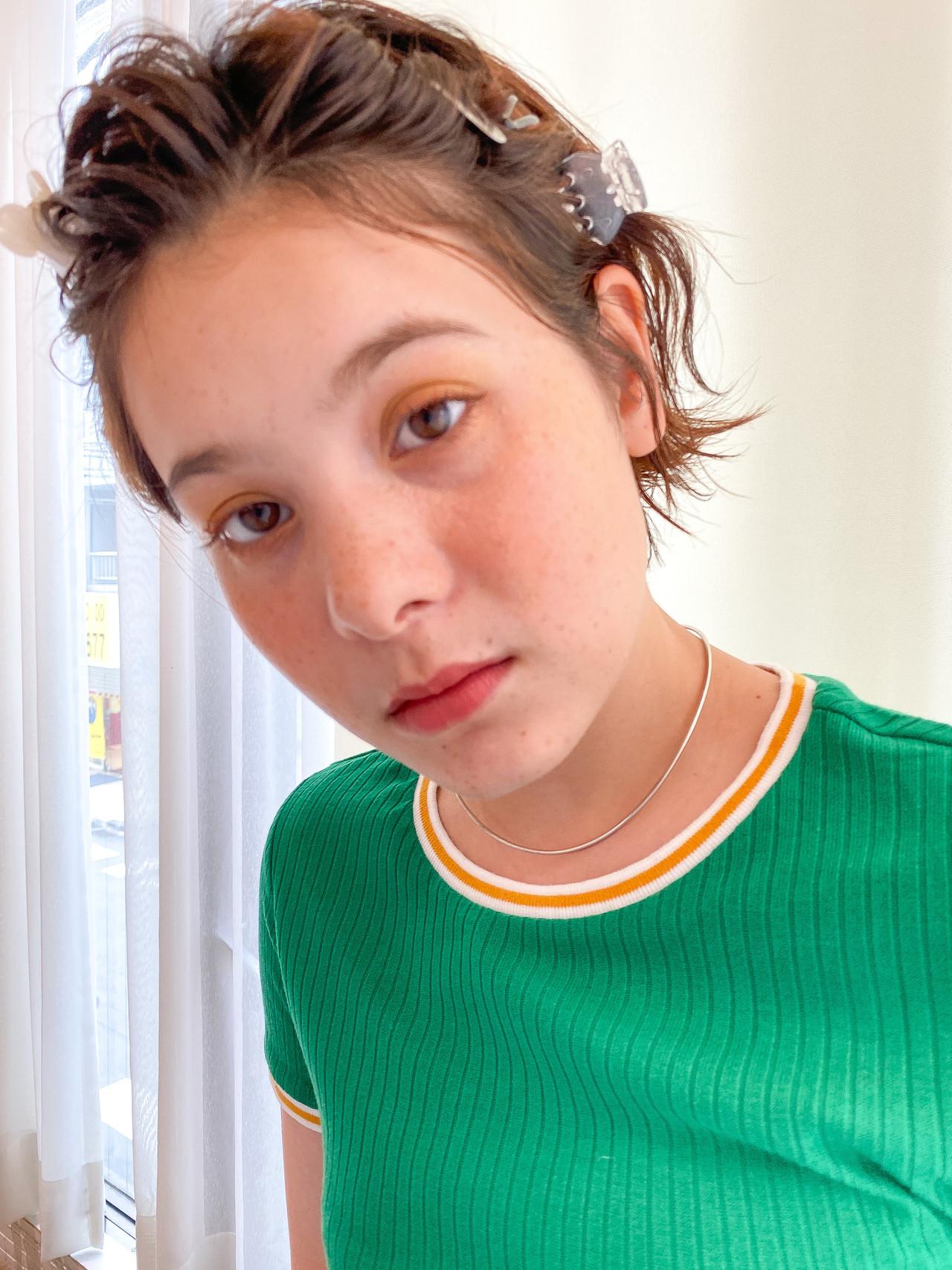 無造作パーマ ヘアクリップ ショート 前髪アレンジ ヘアスタイルや髪型の写真・画像