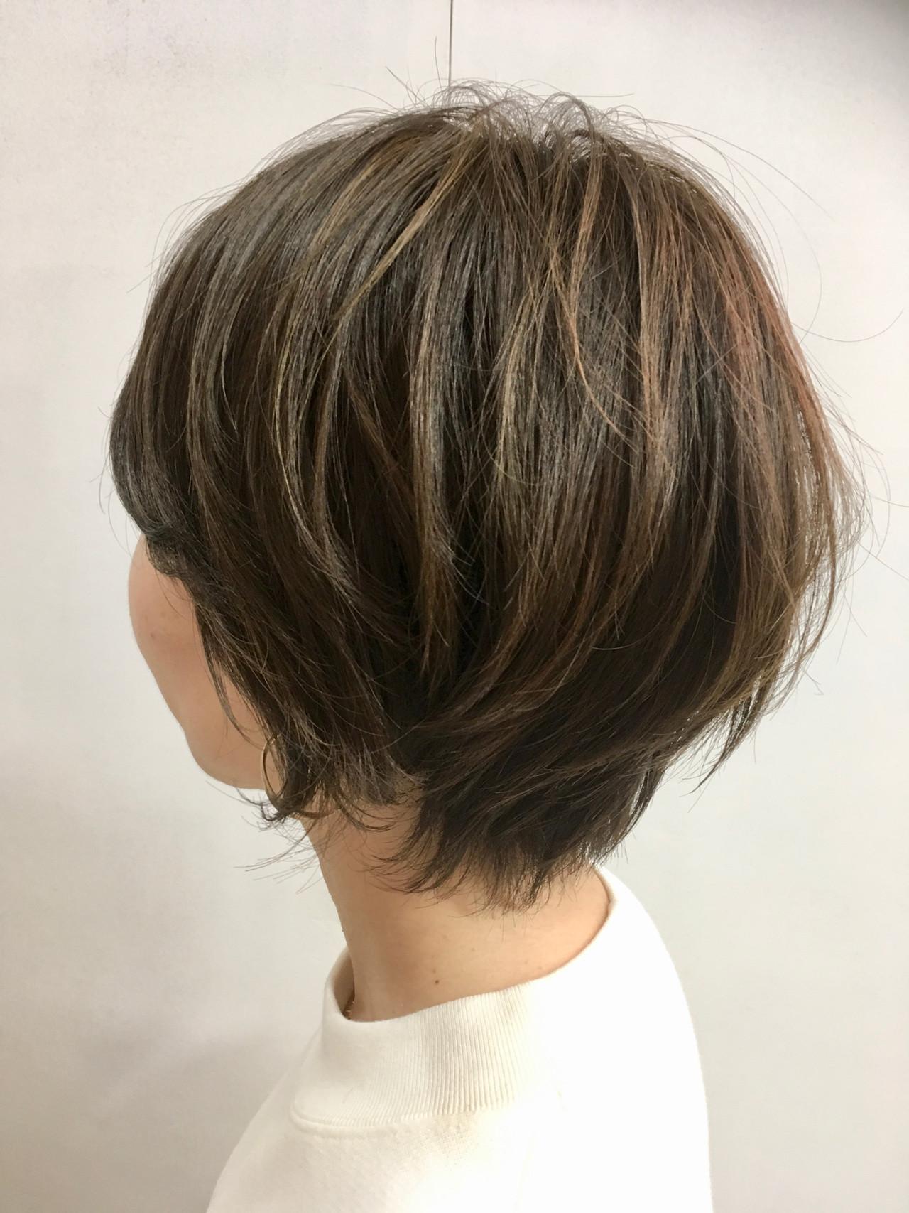 毛先パーマ ハイライト アッシュ ナチュラル ヘアスタイルや髪型の写真・画像 | Chie Ogusu / Hair and Make Chie Ogusu