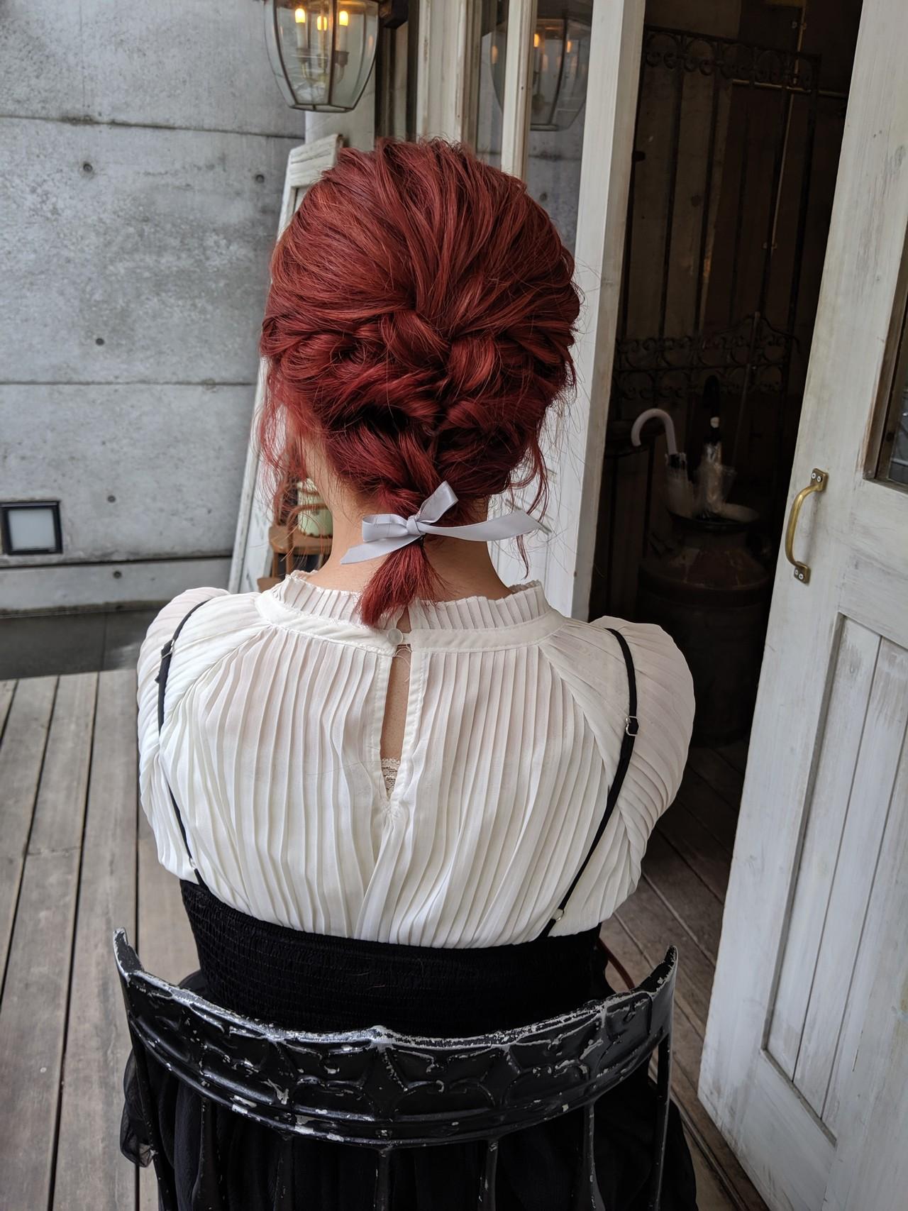 ガーリー チェリーレッド ミディアム ヘアアレンジ ヘアスタイルや髪型の写真・画像 | HIFUMI / möwen