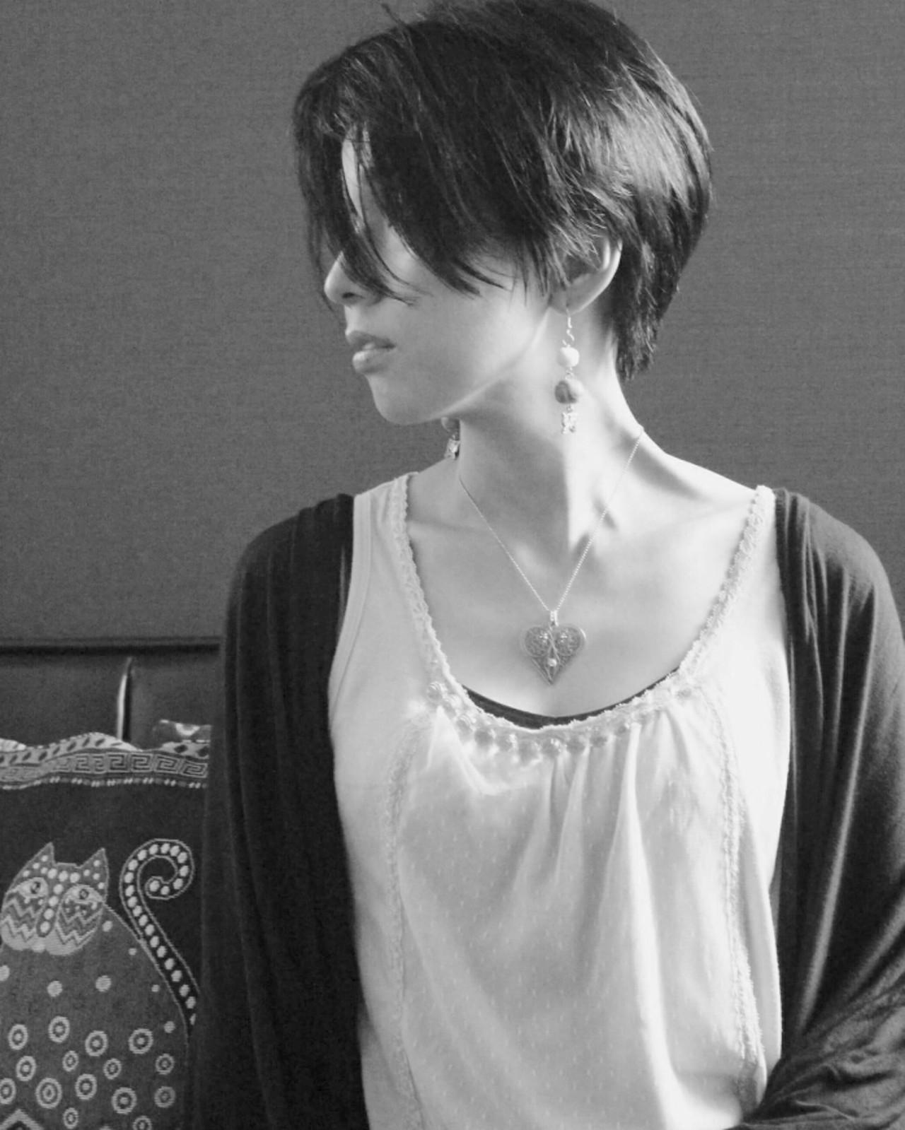 小顔 抜け感 黒髪 ショートヘアスタイルや髪型の写真・画像
