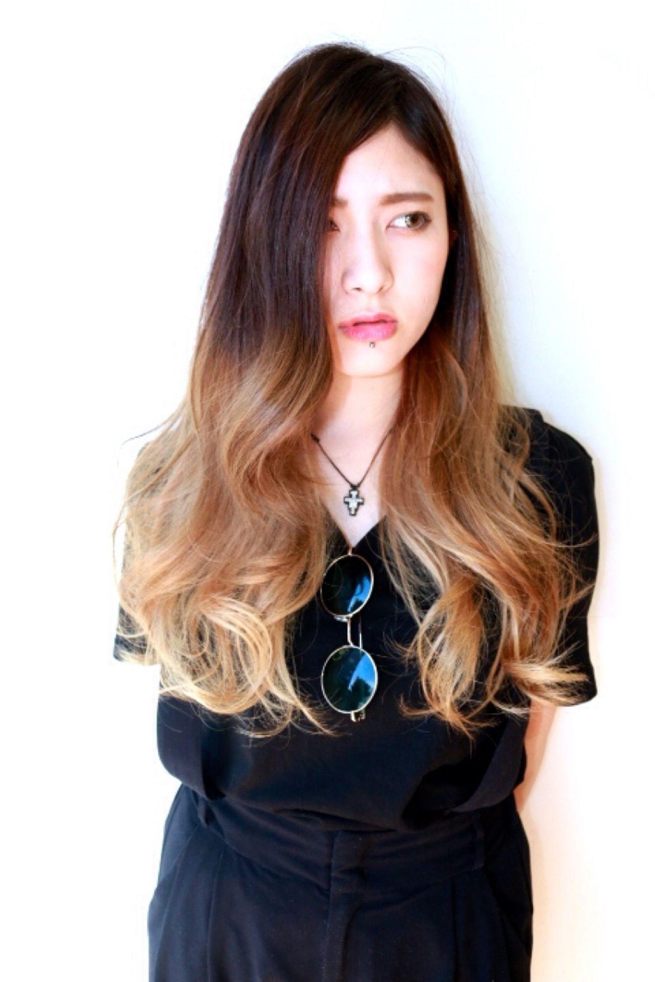 ロング グラデーションカラー ストリートヘアスタイルや髪型の写真・画像