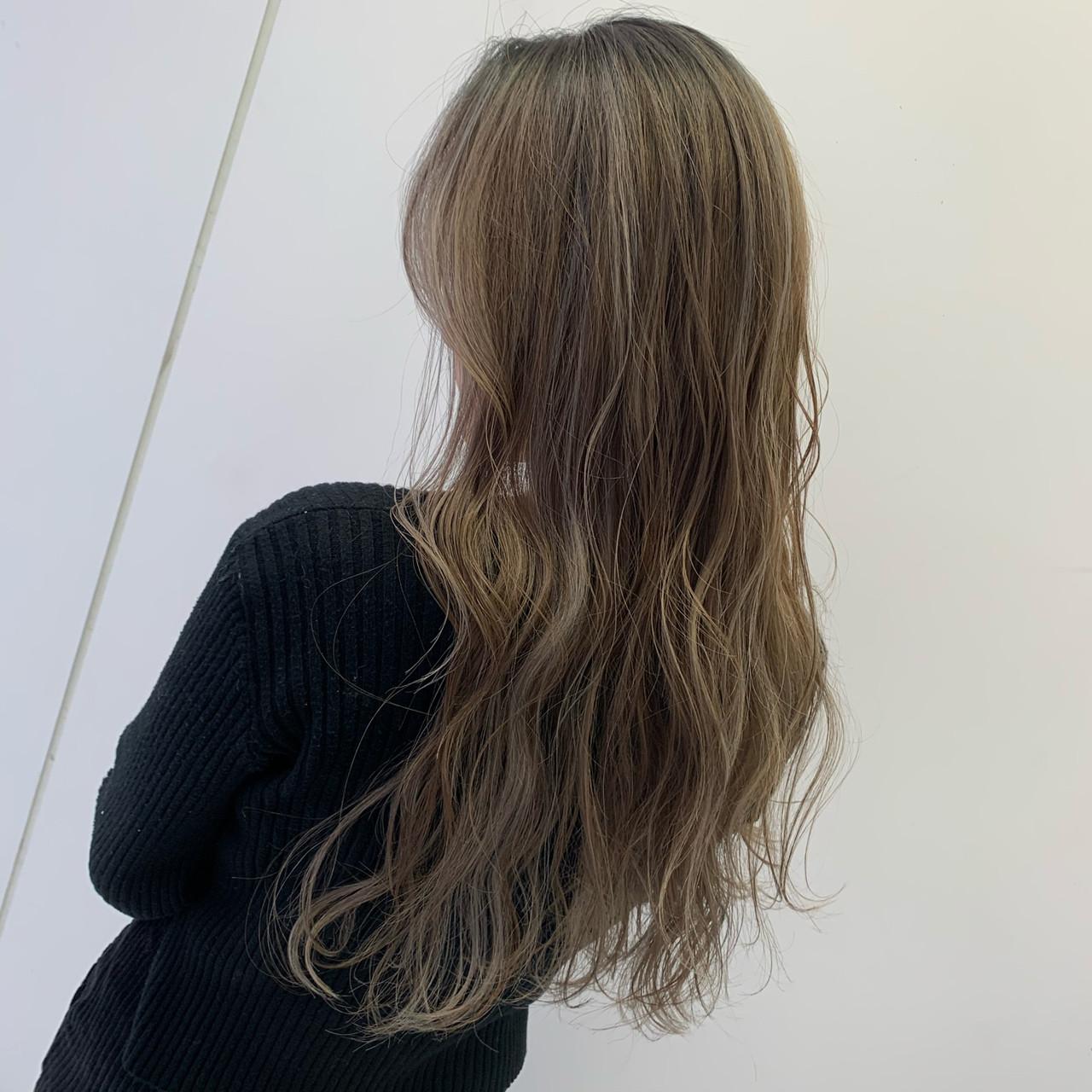 ブリーチ プラチナブロンド ロング N.オイルヘアスタイルや髪型の写真・画像