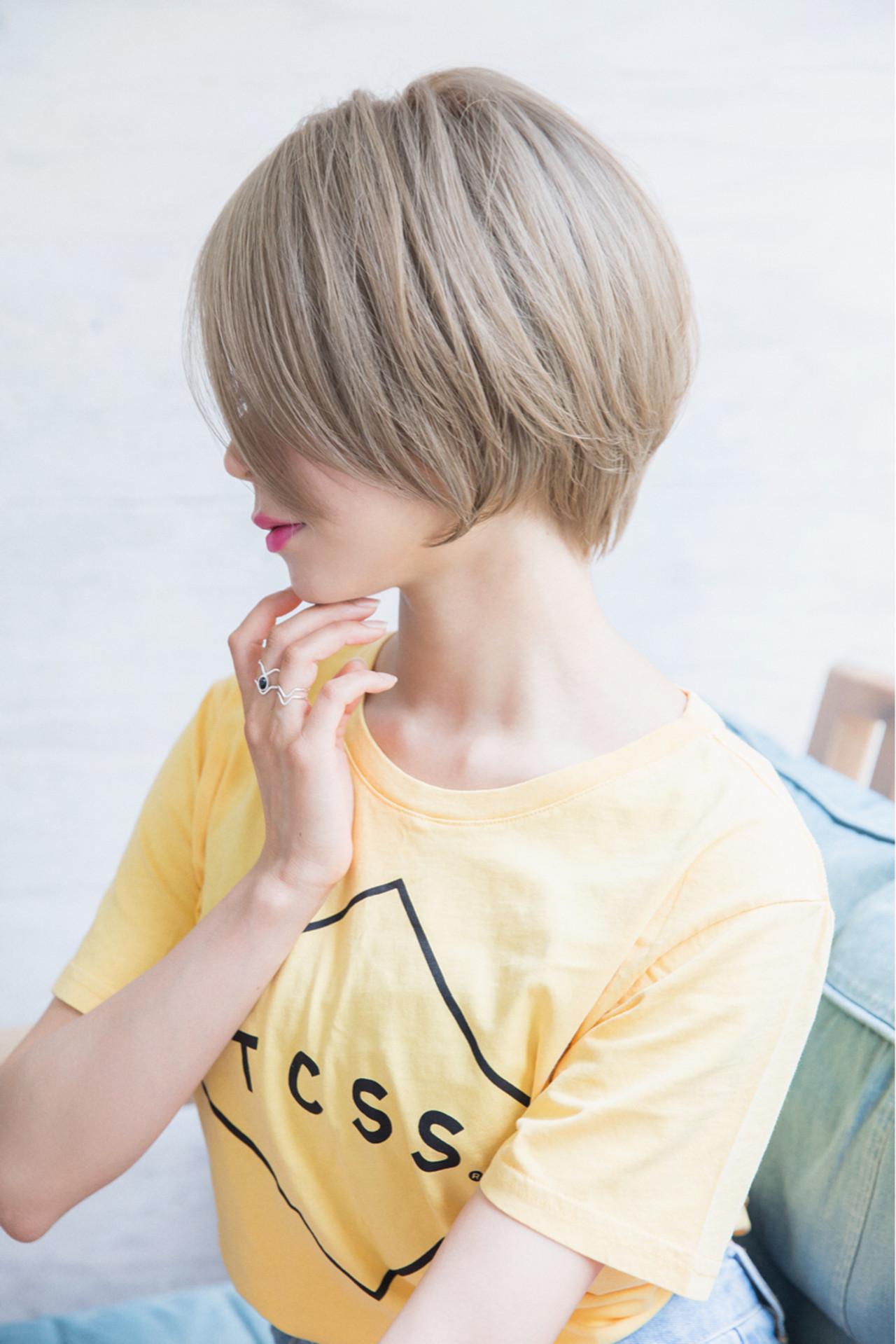 ショート 小顔 ストリート アッシュグレーヘアスタイルや髪型の写真・画像