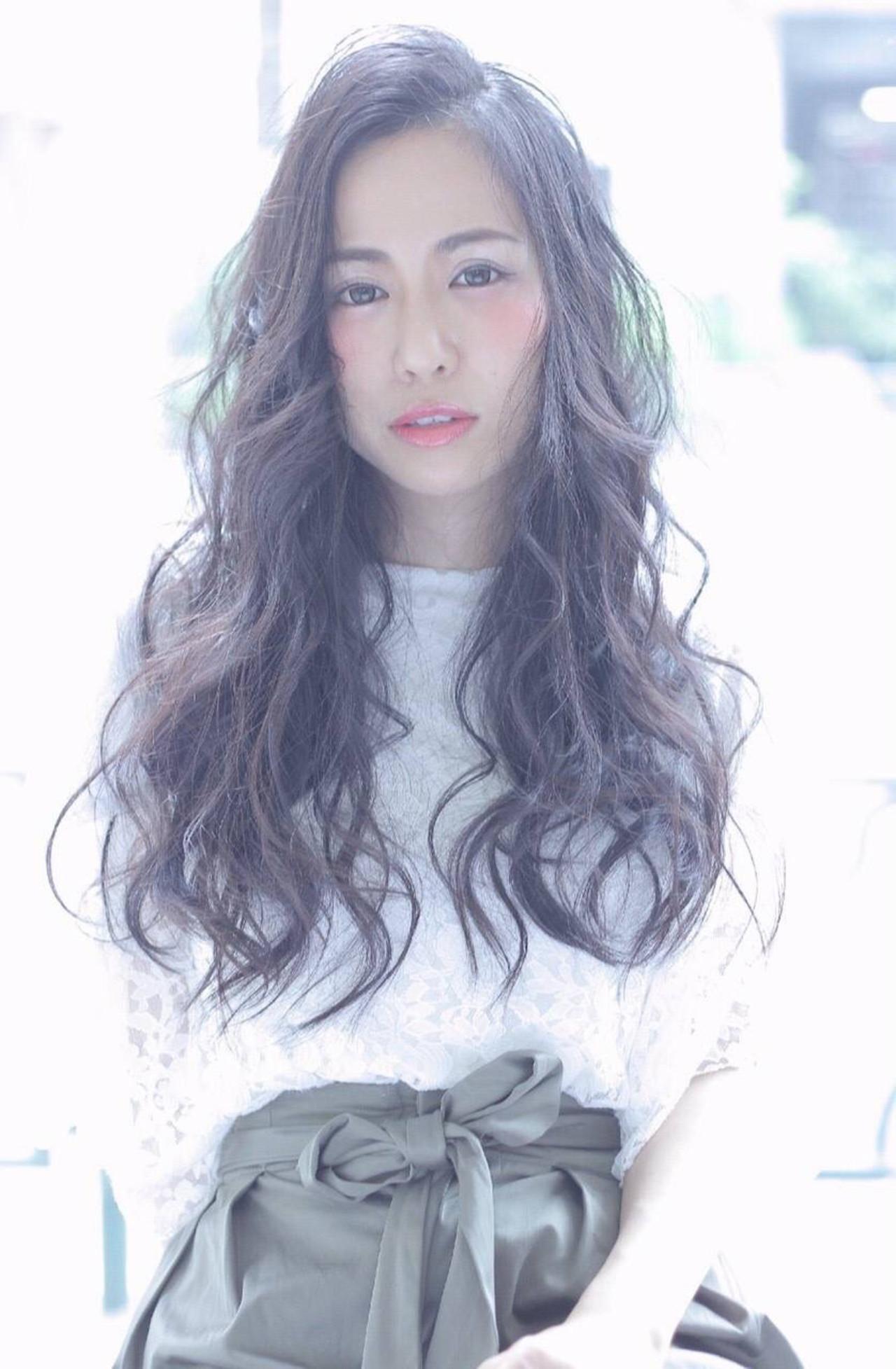 ロング フェミニン 黒髪 ナチュラル ヘアスタイルや髪型の写真・画像 | SAKI /