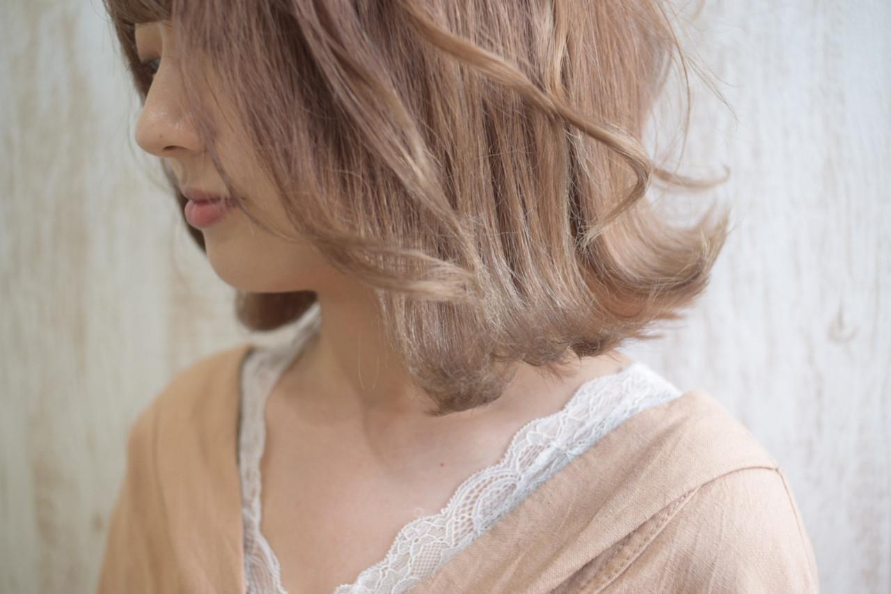 ミルクティー ヘアアレンジ ナチュラル ボブ ヘアスタイルや髪型の写真・画像 | 真鍋 龍平 / white.梅田