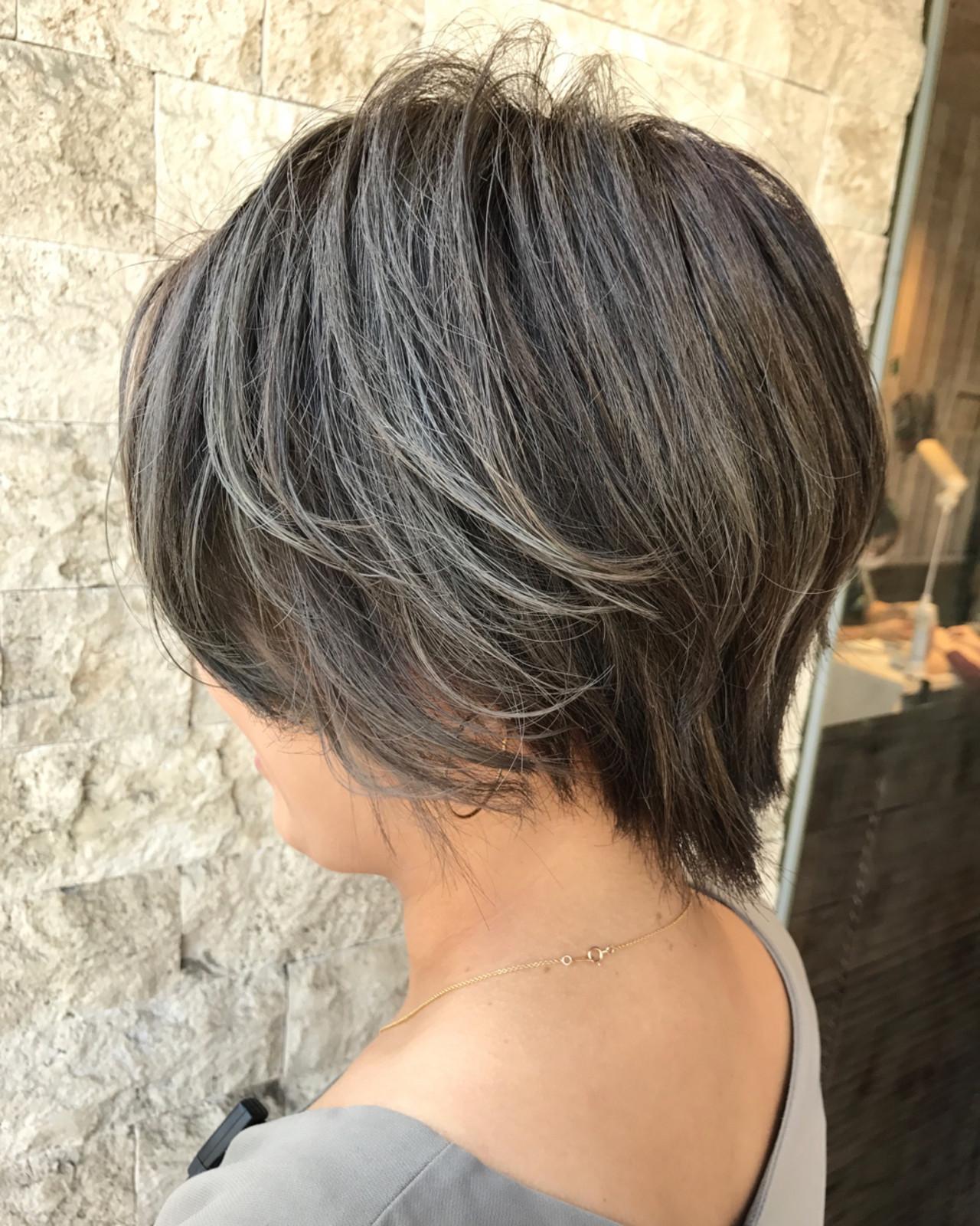 アッシュグレージュ シルバーアッシュ アッシュ ボブヘアスタイルや髪型の写真・画像