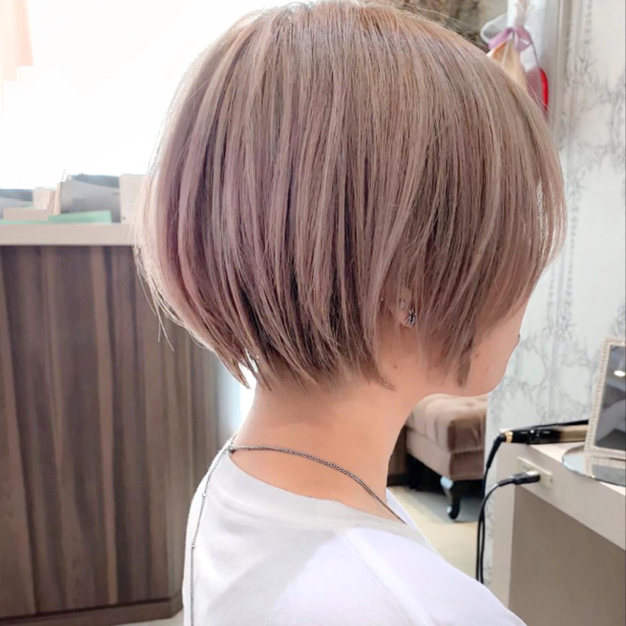 ミルクティーベージュ ショートヘア ナチュラル ショートボブヘアスタイルや髪型の写真・画像