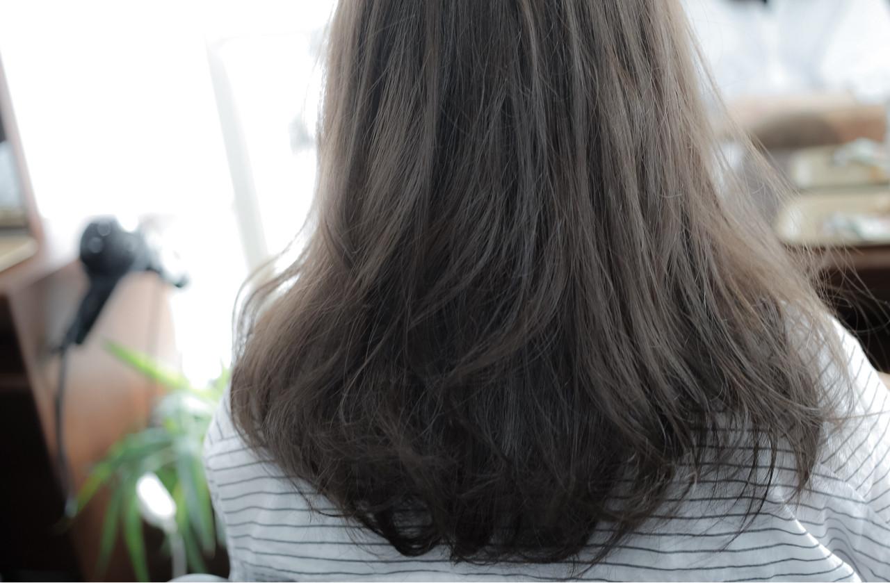 暗髪 グレージュ アッシュ ミディアム ヘアスタイルや髪型の写真・画像 | 小笠原 淳 / hair make No.8(ヘアメイクエイト)