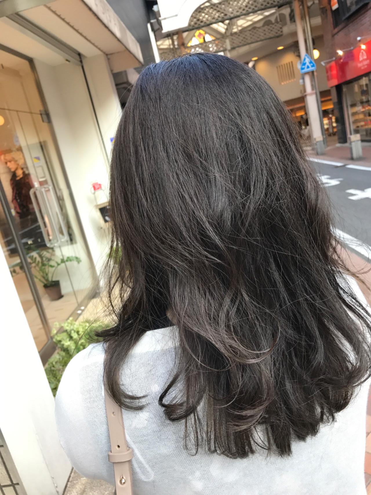 透明感 アッシュ グレージュ セミロングヘアスタイルや髪型の写真・画像