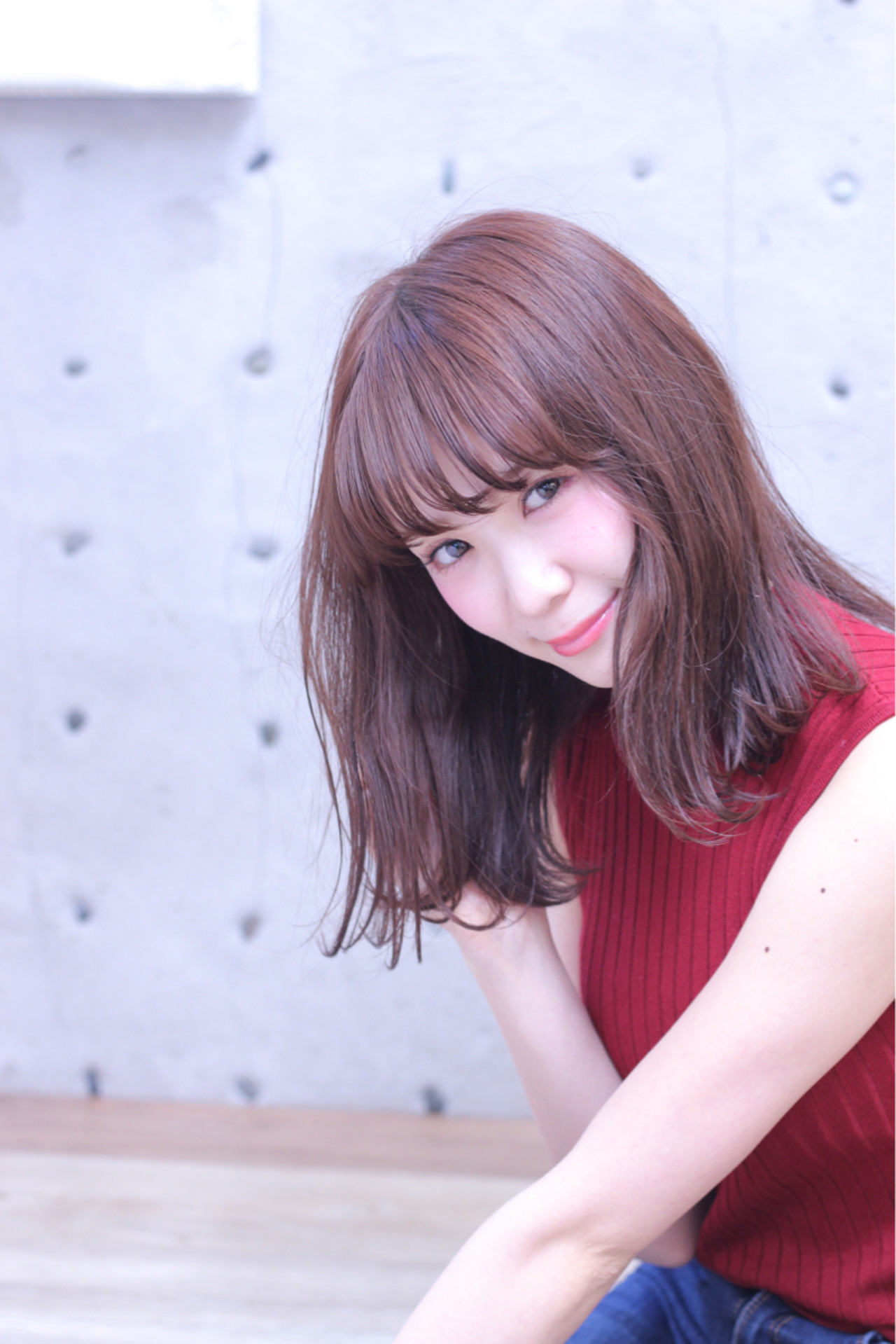 ミディアム レッド 外ハネ フェミニン ヘアスタイルや髪型の写真・画像 | Wataru Maeda / cache cache