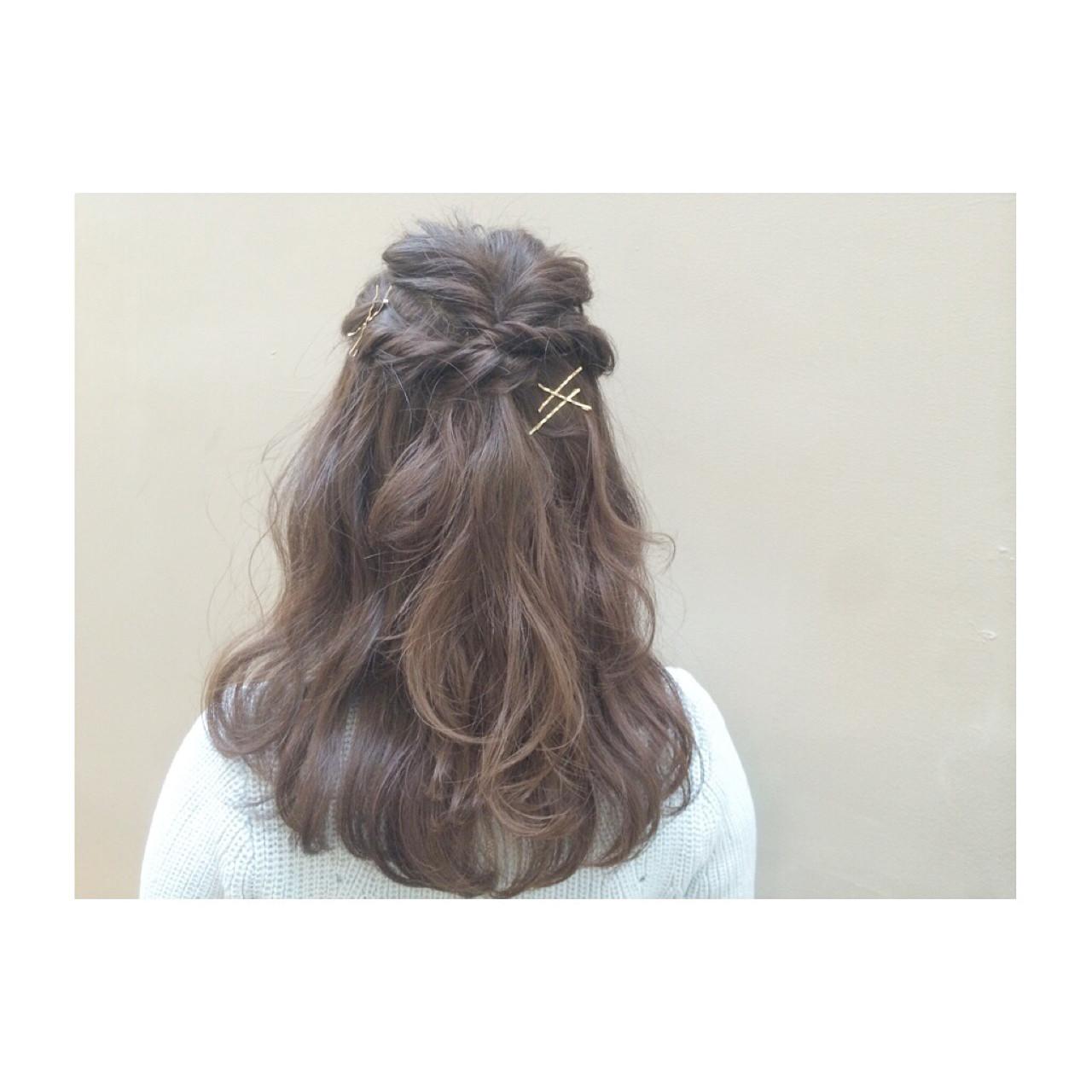 フェミニン ショート 大人かわいい 簡単ヘアアレンジヘアスタイルや髪型の写真・画像